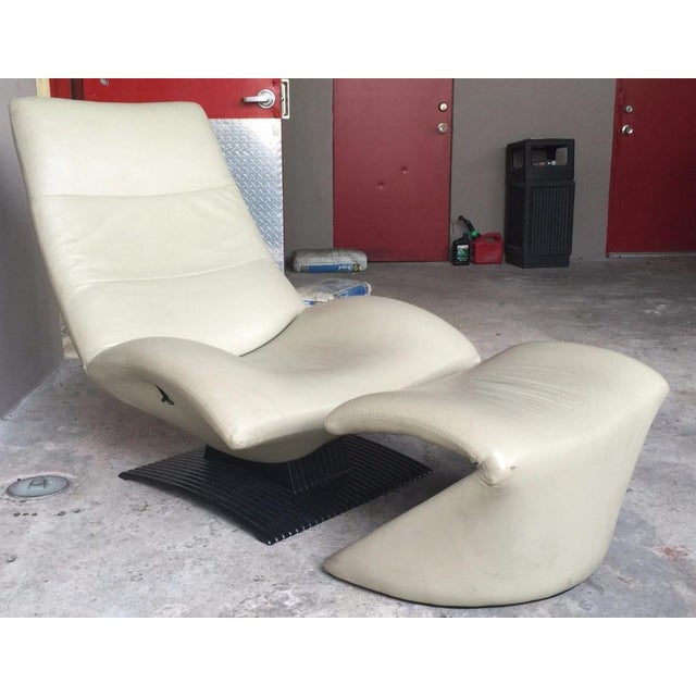 Artifort 1990s Modernist Artifort Leather Chair and Ottoman - 2 Pieces For Sale - Image 4 of 10