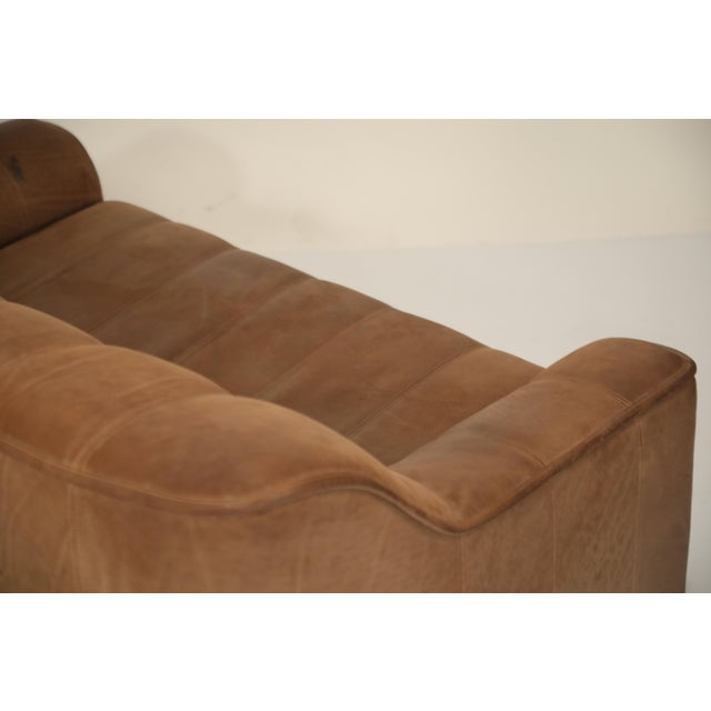 1970s De Sede Aged Buffalo Leather Ds-44 Adjustable Loveseat Sofa, 1970s For Sale - Image 5 of 13