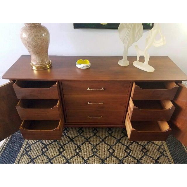 Vintage Walnut Sideboard / Credenza For Sale In Miami - Image 6 of 11