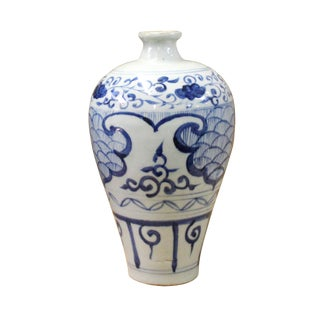 Chinese Blue White Round Porcelain Graphic Meiping Plum Vase For Sale