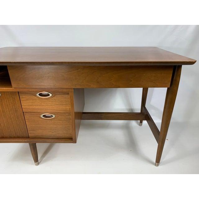"Mid-Century Modern 1950s Mid Century Modern Hooker Furniture ""MainLine"" Writing Desk For Sale - Image 3 of 9"