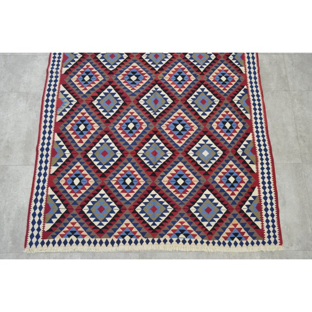 Turkish Kilim Hand-Woven Rug - 4′9″ × 8′2″ - Image 7 of 9