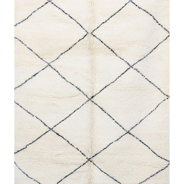 """Contemporary Contemporary Beni Ourain Vintage Moroccan Rug - 5'8"""" X 8'10"""" For Sale - Image 3 of 6"""
