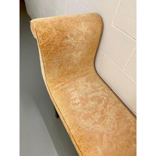 1980s 1980s Vintage Swaim Regency Peach Velvet Damask Upholstered Scroll Arm Curvy High Side Bench on Casters For Sale - Image 5 of 12