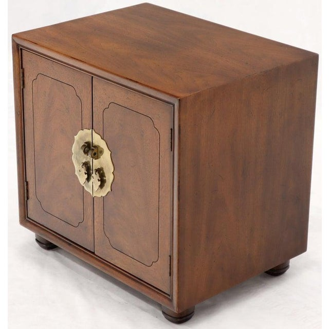 Pair of Mid-Century Modern Two Doors Nightstands by Henredon For Sale - Image 6 of 12