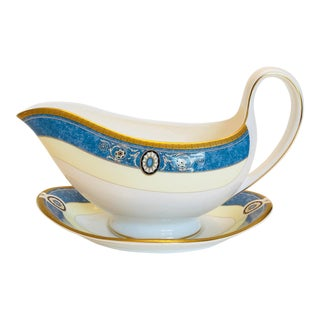 English Traditional Wedgwood Madeleine China Gravy Boat and Underplate - 2 Pieces For Sale
