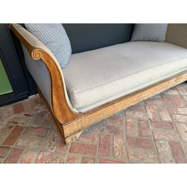 Late 20th Century Vintage Oak Sleigh Day Bed For Sale In Los Angeles - Image 6 of 8