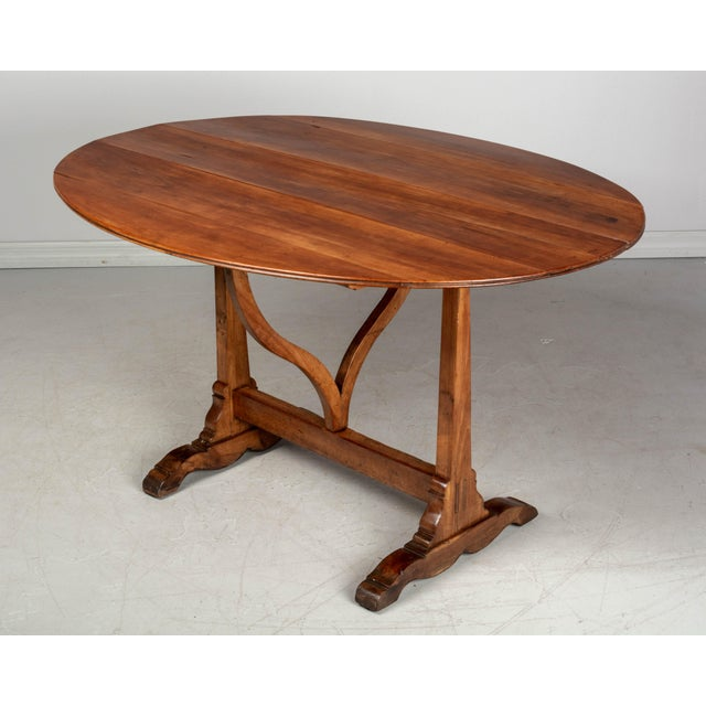 French Oval Wine Tasting or Tilt-Top Table For Sale In Orlando - Image 6 of 12