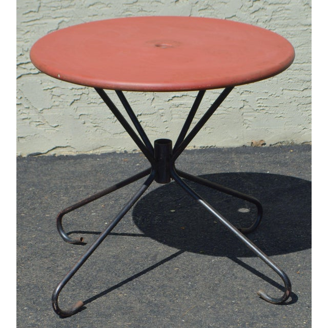 Art Deco Style Vintage Clamshell Set 4 Metal Lawn Chairs and Table Patio Set For Sale - Image 4 of 13