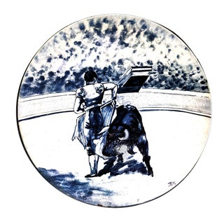 1960's Vintage Blue & White Bull Fighting Scene Hand Painted Plate For Sale