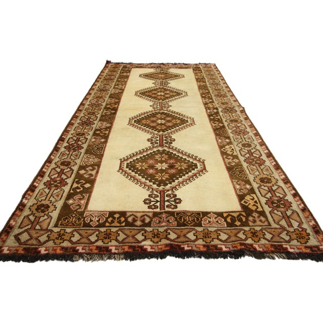 """Mid-Century Modern Vintage Persian Shiraz Rug - 3'9"""" X 6'8"""" For Sale - Image 3 of 5"""