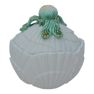 1980s Mottahedeh Museum Reproduction Scalloped Shell Majolica Covered Dish For Sale