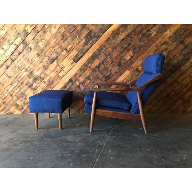 Mid-Century Modern CUSTOM MID CENTURY LOUNGE CHAIR WITH OTTOMAN For Sale - Image 3 of 6