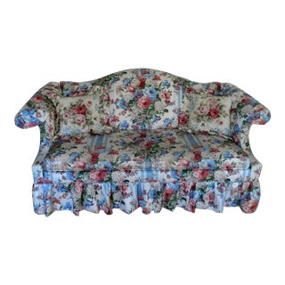 Late 20th C. Vintage Ethan Allen Queen Anne Victorian Style Camel Back Chintz Rose Floral Sofa For Sale