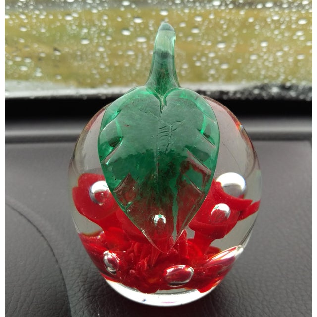 Mid-Century Modern 1979 St. Clair Maude Bob Apple Art Glass Paper Weight For Sale - Image 3 of 7