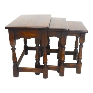 Great Set of Three William and Mary Style Solid Oak Nesting Tables 22 Inches For Sale