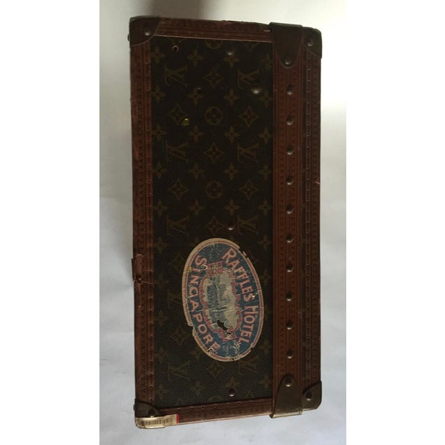 Louis Vuitton Mid 20th Century Louis Vuitton Alzer 65 Luggage With Tray For Sale - Image 4 of 8