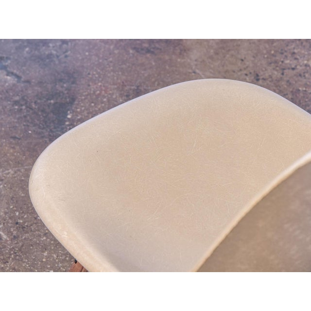 Eames Fiberglass Greige Shell Chairs on Walnut Dowel Base For Sale In New York - Image 6 of 7