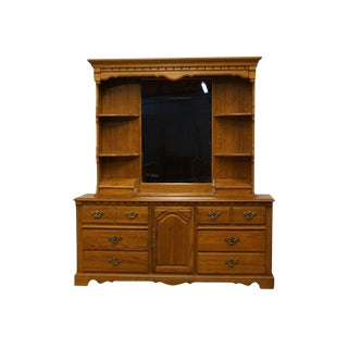 Late 20th Century Vintage Thomasville Furniture Salem Tavern Collection Dresser & Mirror For Sale