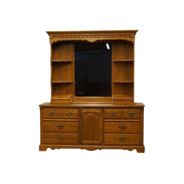Late 20th Century Vintage Thomasville Furniture Salem Tavern Collection Dresser & Mirror For Sale