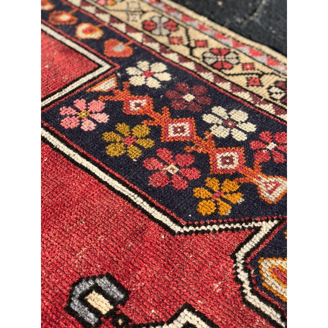 1950s Vintage Turkish Rug - 4′6″ × 9′ For Sale In Atlanta - Image 6 of 13