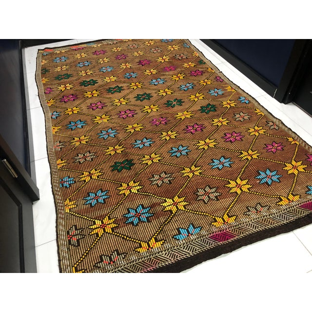 Textile 1960s Vintage Turkish Handwoven Traditional Decorative Kilim Rug- 5′3″ × 8′6″ For Sale - Image 7 of 11