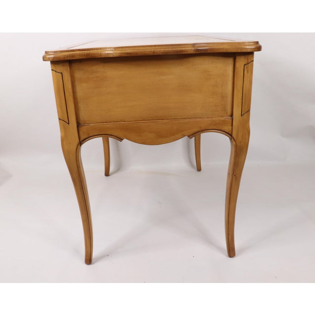 Wood Vintage 1960s Hammary French Provincial Marble Inlay Oak Wood End / Side Table For Sale - Image 7 of 13