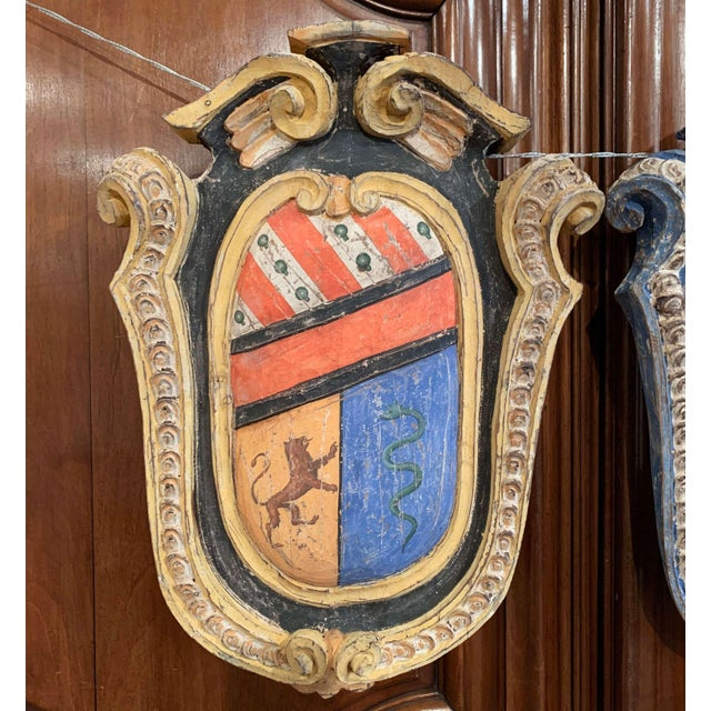French Pair of Early 20th Century French Carved Painted Wall Hanging Shields With Crest For Sale - Image 3 of 11