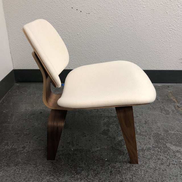 Herman Miller Mid-Century Modern Herman Miller Eames Upholstered Molded Plywood Dining Chair For Sale - Image 4 of 11