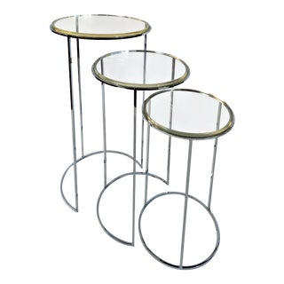1960s Vintage Mid-Century Modern Lucite Nesting Pedestal Tables - Set of 3 For Sale