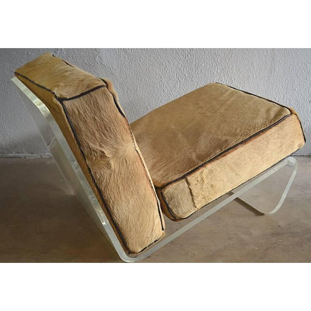 Mid-Century Modern 1970s Mid-Century Modern Tan Cushion Lucite Lounge Chairs - a Pair For Sale - Image 3 of 9