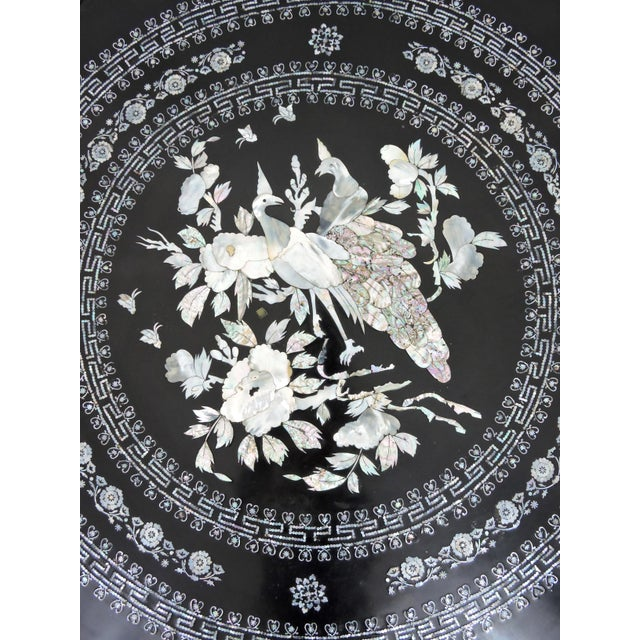 Chinoiserie Mid 20th Century Asian Black Lacquer and Inlaid Mother of Pearl Folding Round Coffee Table For Sale - Image 3 of 9