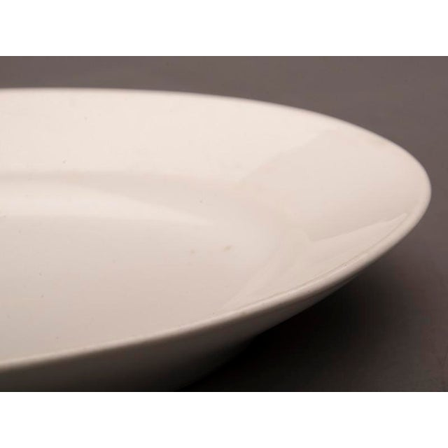 Late 19th Century Large oval white glazed earthenware platter from Belle Époque France c.1890 For Sale - Image 5 of 5