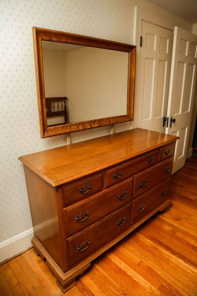 Gentil 1960s Ethan Allen Maple Bedroom Dresser And Mirror   A Pair For Sale In  Boston