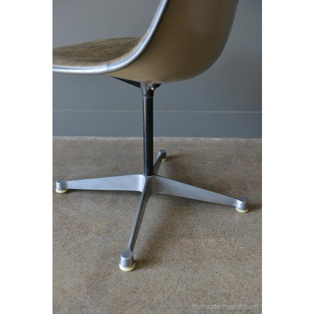 Alexander Girard 1964 Charles Eames for Herman Miller Psc Swivel Chair For Sale - Image 4 of 13