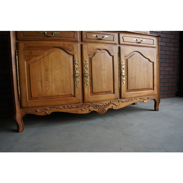 1990s Vintage Ethan Allen Legacy China Cabinet For Sale - Image 6 of 12