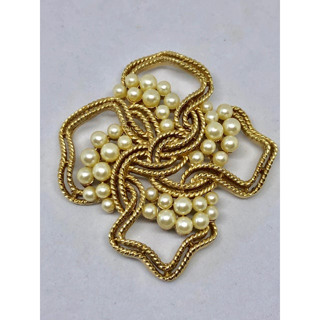 Contemporary Trifari Gold & Pearl Brooch For Sale - Image 3 of 3