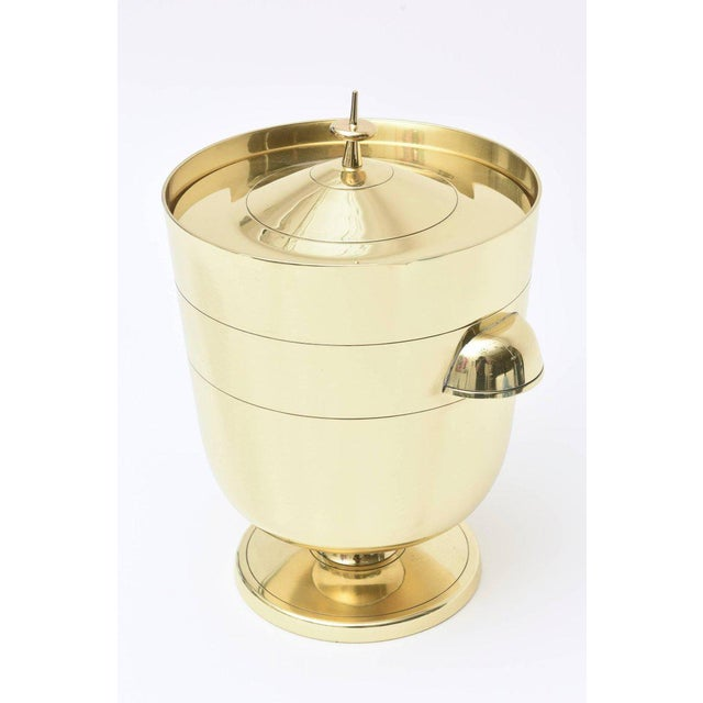 This Classic and newly polished solid brass hallmarked Tommi Parzinger for Dorlyn ice bucket/ champagne cooler is always...
