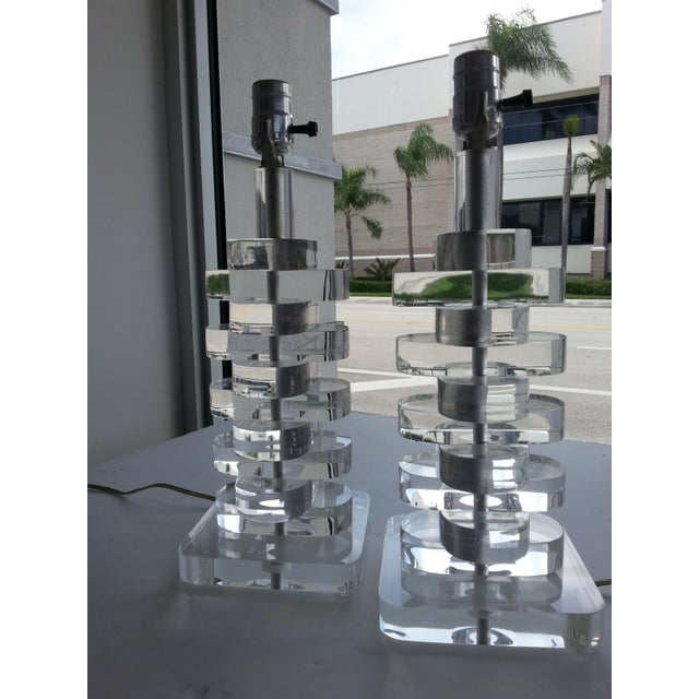 Transparent 1970s Stacked Sparkling Lucite Table Lamps - a Pair For Sale - Image 8 of 10