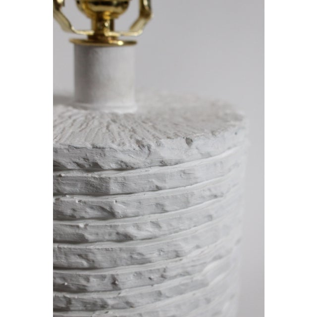 White Sculptural Mid-Century Gesso Covered Plaster Sirmos Style Stacked Stone Restored & Rewired For Sale - Image 8 of 10