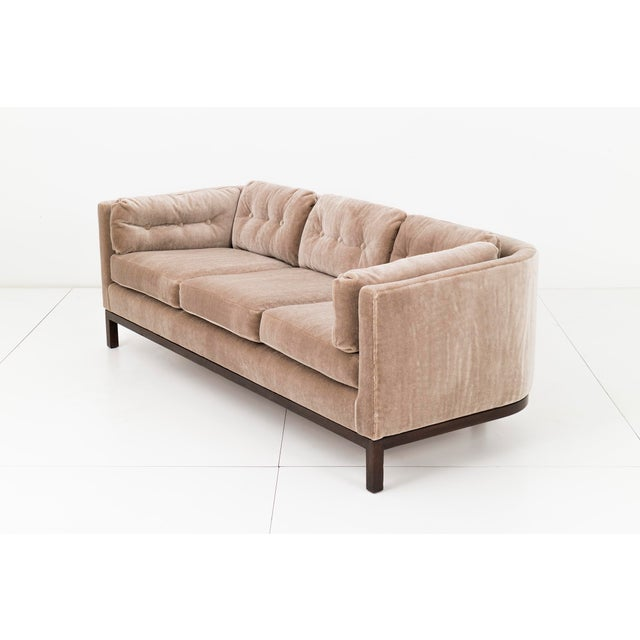 Mid-Century Modern Roger Sprunger Curved Back Sofa for Dunbar For Sale - Image 3 of 10