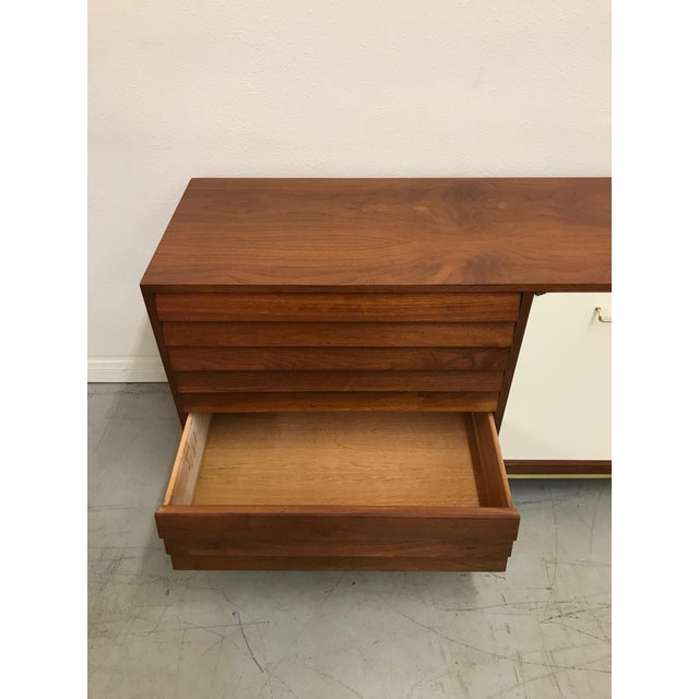 1960s 1960s Mid Century Modern American of Martinsville Walnut Credenza For Sale - Image 5 of 12