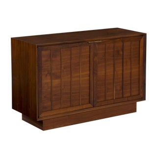 Mid Century Modern Walnut Credenza Chest of Drawers Console Cabinet