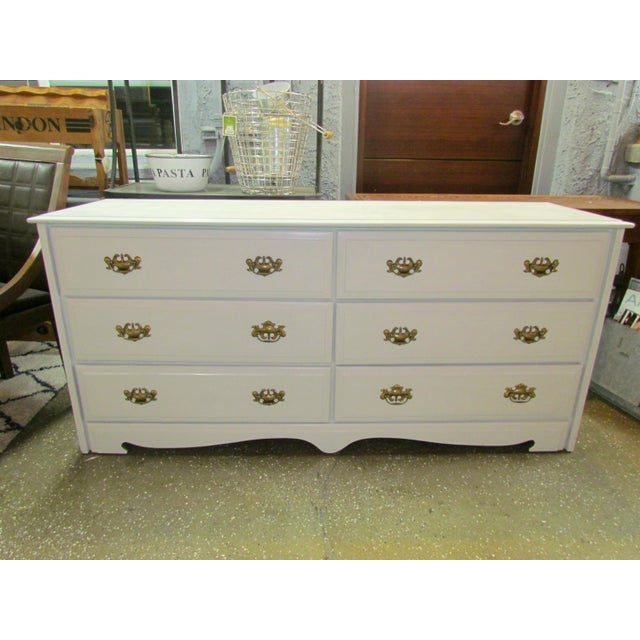 Painted White and Brass 6-Drawer Dresser - Image 2 of 6