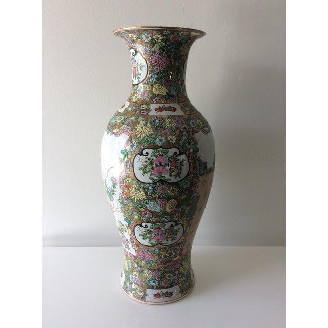 Famille Rose Medallion Style Porcelain Vase For Sale In Miami - Image 6 of 11