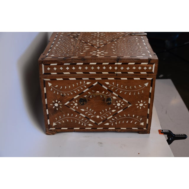 Anglo-Indian Bone Inlay Jewelry Box For Sale - Image 4 of 7