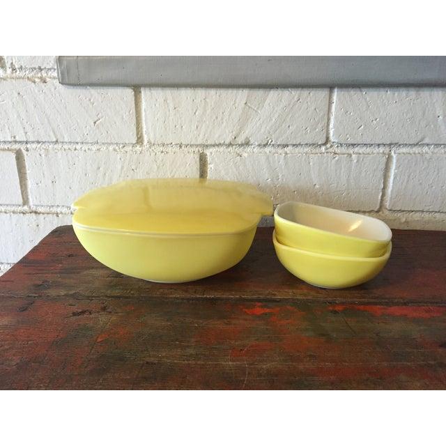 4-Piece Yellow Pyrex Square Salad Set - Image 2 of 9