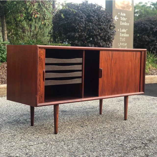 1960s Danish Modern Rosewood Ib Kofod Larsen Faarup Mobelfabrik Credenza With Hutch Top For Sale In Milwaukee - Image 6 of 13