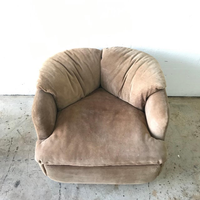 """Brown Rare Pair of Suede """"Confidential"""" Armchairs or Club Chairs by Alberto Rosselli For Sale - Image 8 of 9"""
