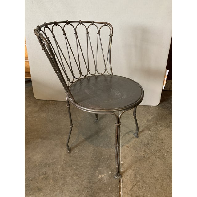 Hammered metal seat with decorative back bistro / patio chair.